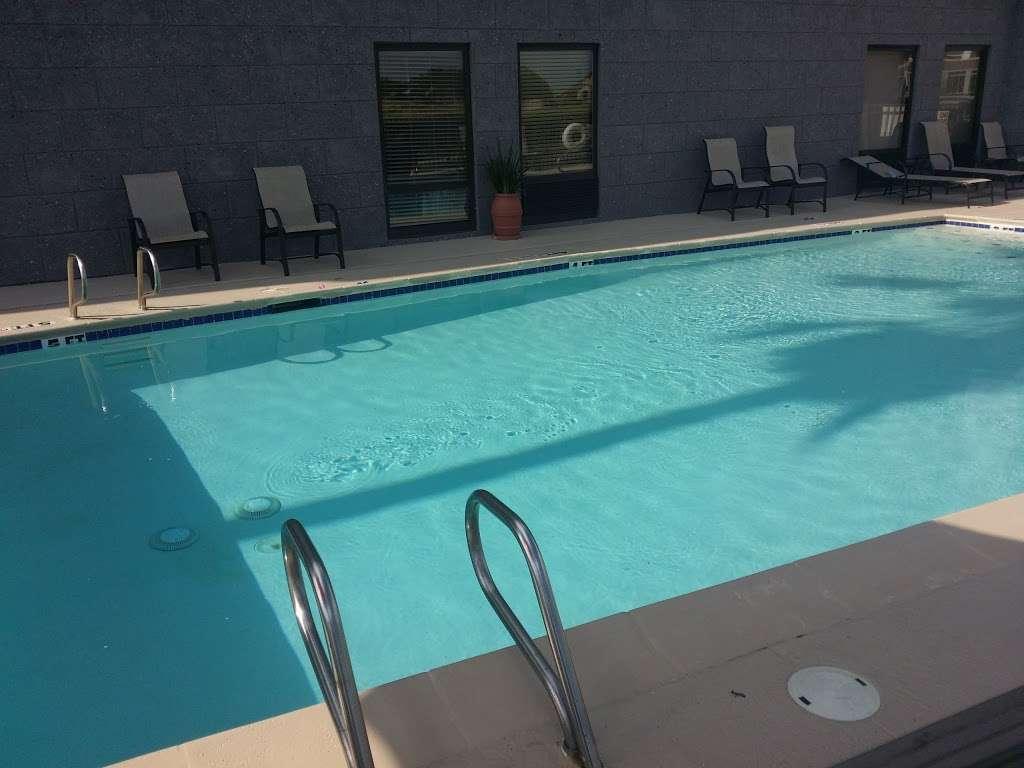 Hampton Inn Houston/Baytown - lodging  | Photo 3 of 10 | Address: 7211 Garth Rd, Baytown, TX 77521, USA | Phone: (281) 421-1234