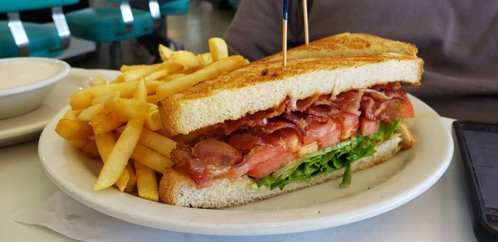 Ozzies Diner - restaurant    Photo 9 of 10   Address: 7780 Slauson Ave, Commerce, CA 90040, USA   Phone: (323) 726-0300