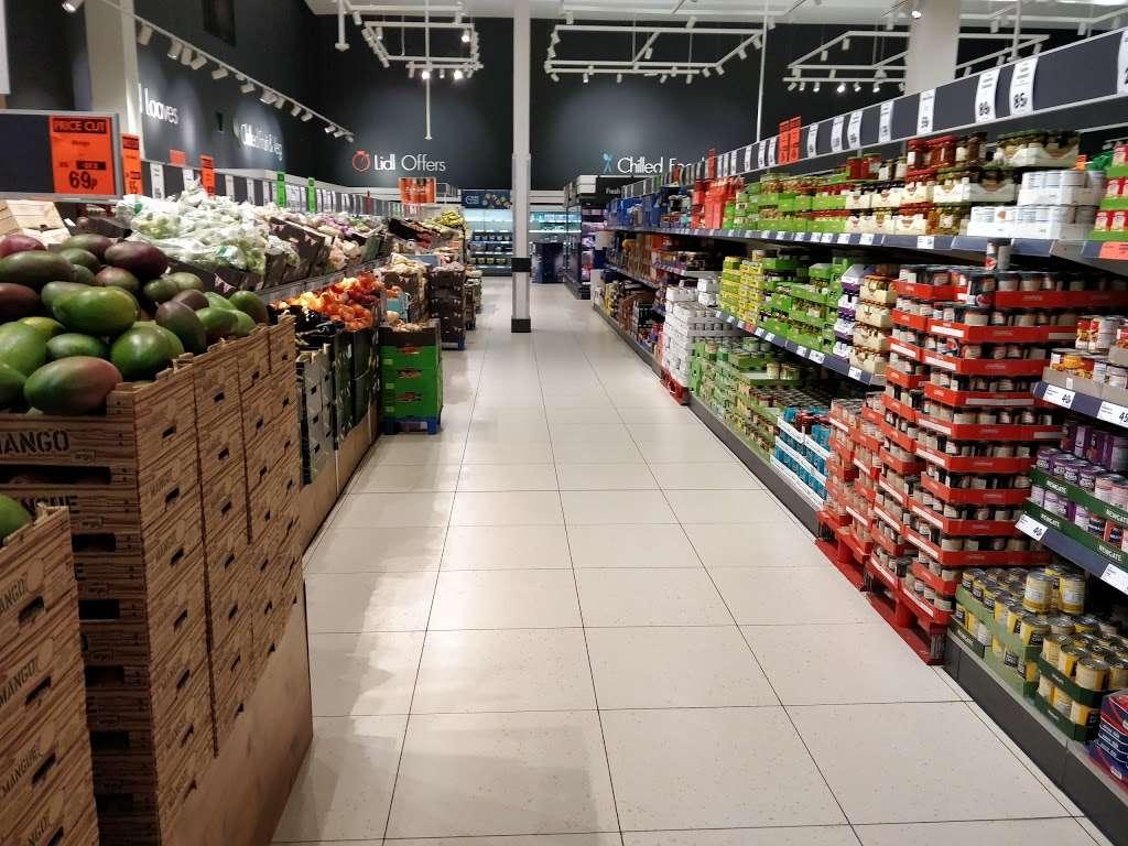 Lidl Wimbledon - supermarket  | Photo 9 of 10 | Address: Unit 1, Plough Ln, London SW17 0BW, UK | Phone: 0800 977 7766