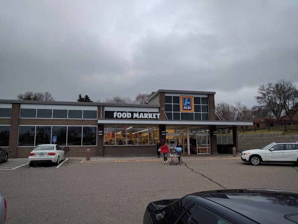 ALDI - supermarket  | Photo 1 of 9 | Address: 5025 Central Ave NE, Columbia Heights, MN 55421, USA | Phone: (855) 955-2534