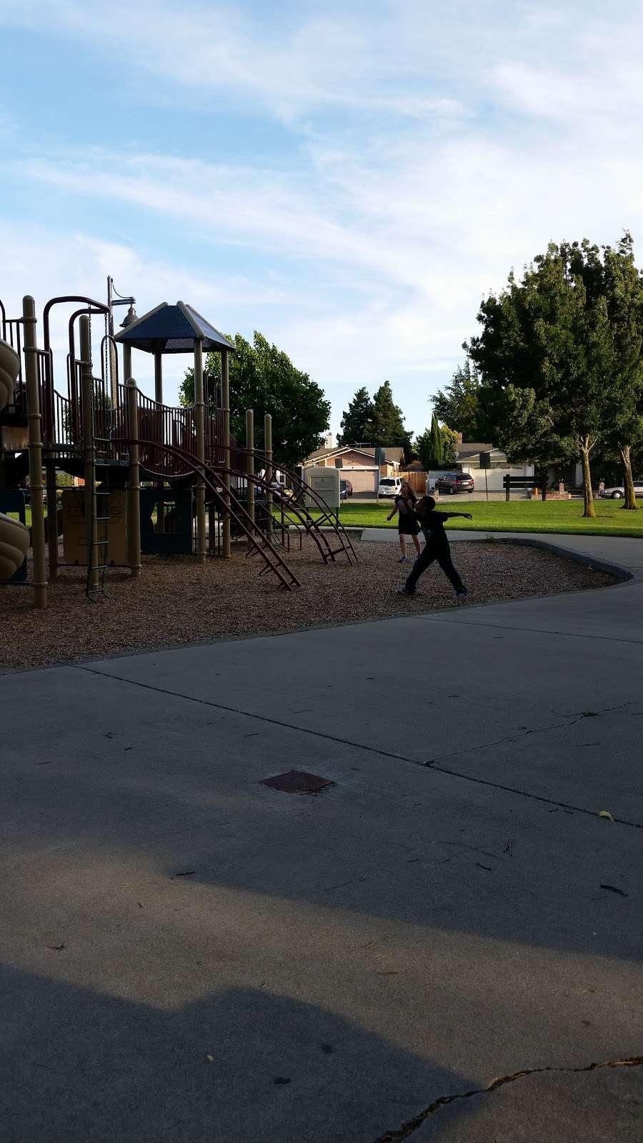 Ridgeview Park - park  | Photo 2 of 10 | Address: 4966 Silver Creek Rd, Fairfield, CA 94534, USA | Phone: (707) 428-7431