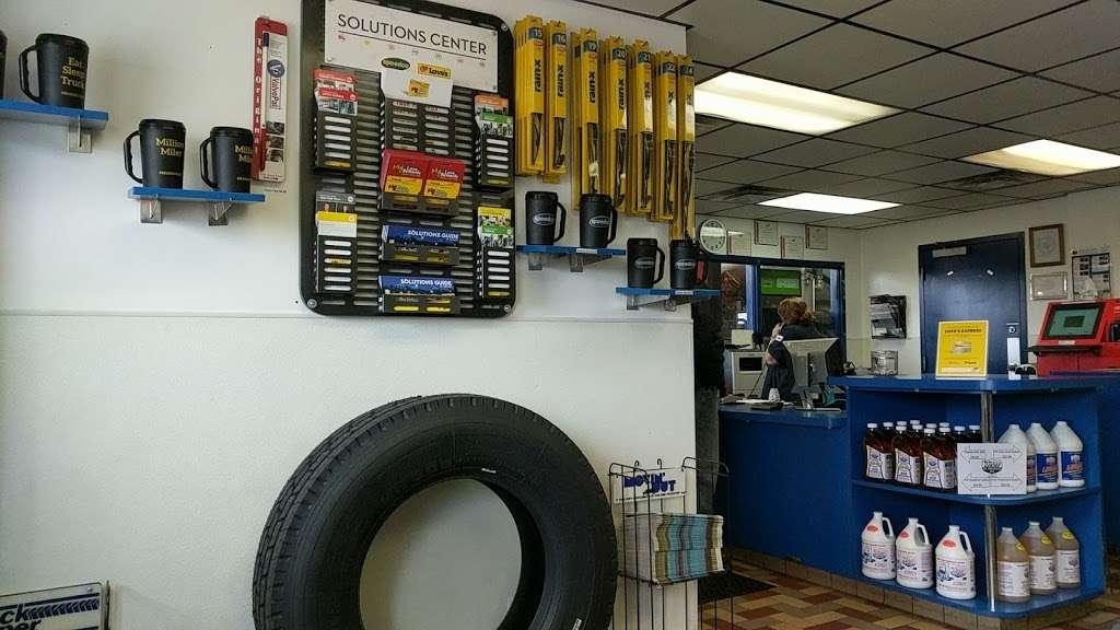 Speedco Truck Lube and Tires - car repair  | Photo 1 of 10 | Address: 301 SE 4th St, Oak Grove, MO 64075, USA | Phone: (816) 690-8717