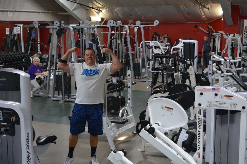 World Gym - gym  | Photo 6 of 10 | Address: 3728 Park Ave, Wantagh, NY 11793, USA | Phone: (516) 882-1314