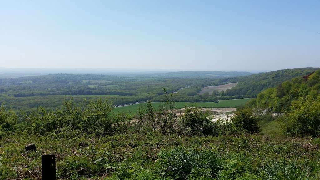 Woldingham Viewpoint - park    Photo 6 of 6   Address: Oxted, Caterham CR3 7AN, UK
