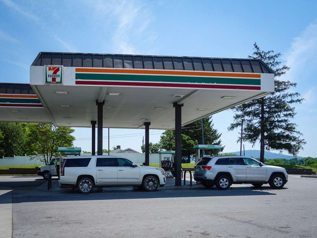7-Eleven - convenience store  | Photo 1 of 10 | Address: 2000 N Shenandoah Ave, Front Royal, VA 22630, USA | Phone: (540) 631-7237