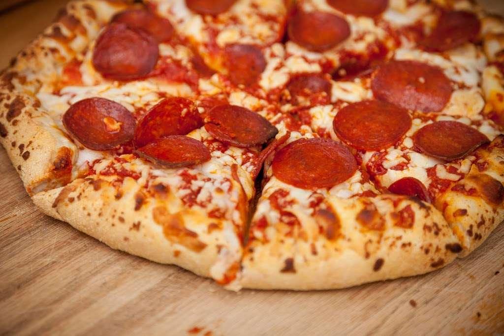 Pizza Plus - restaurant  | Photo 4 of 10 | Address: 4 South St, New York, NY 10004, USA | Phone: (212) 943-1800