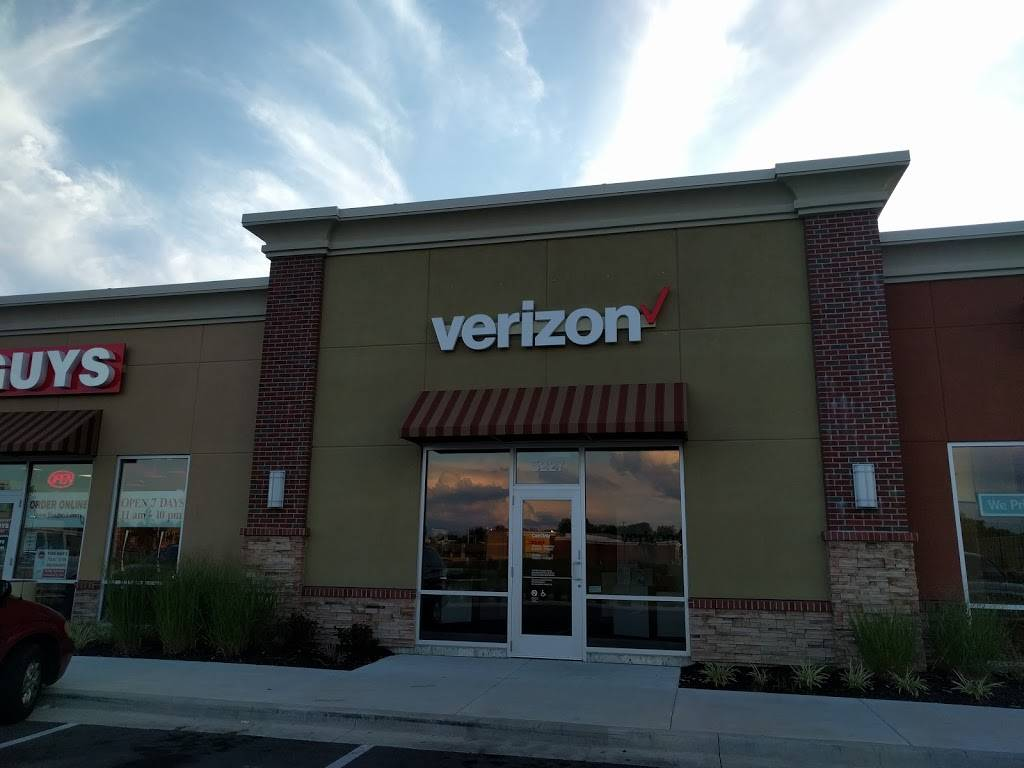 Verizon Authorized Retailer - Russell Cellular - electronics store  | Photo 3 of 9 | Address: 5227 N Antioch Rd, Kansas City, MO 64119, USA | Phone: (816) 359-3330