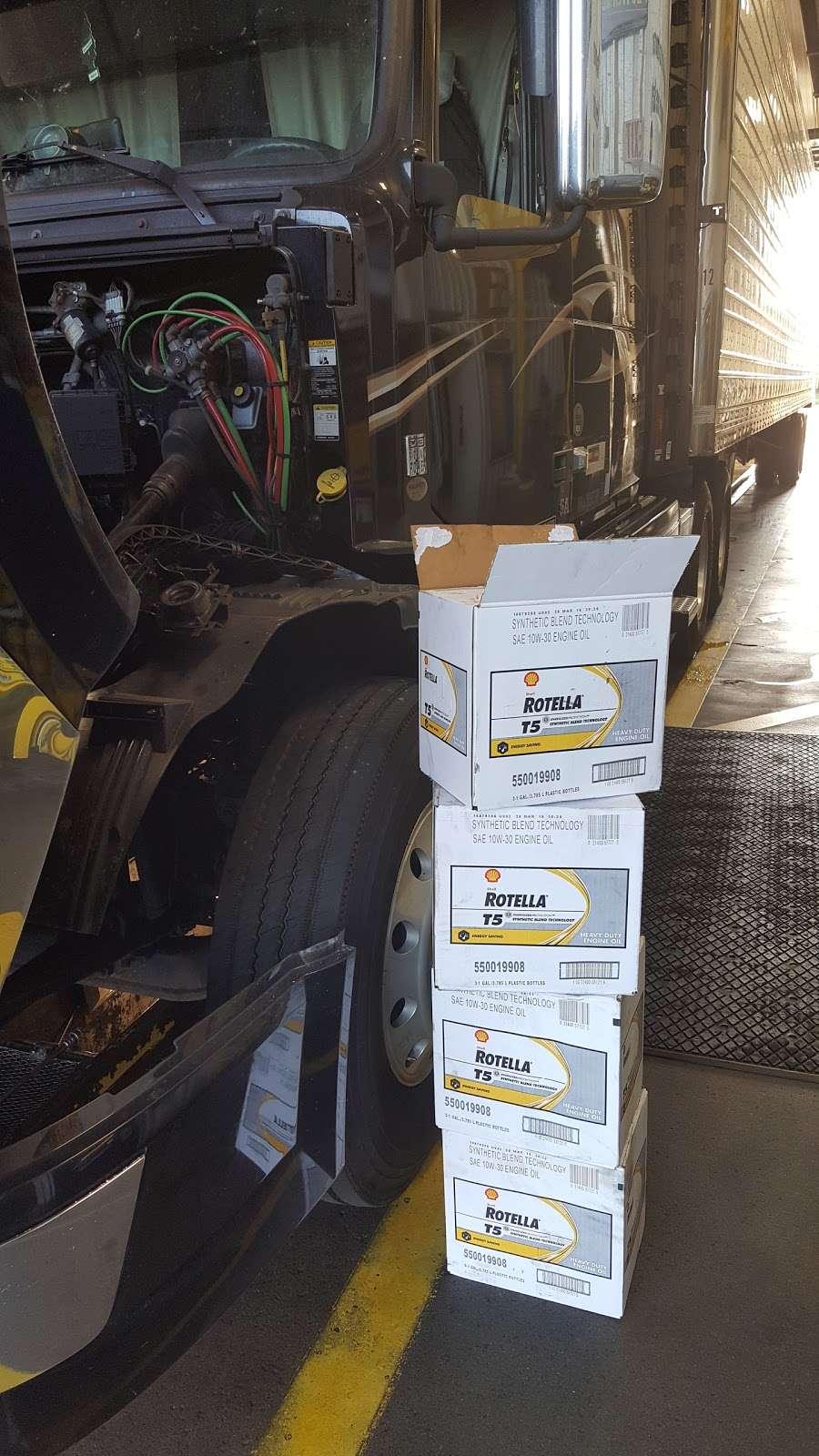 Speedco Truck Lube and Tires - car repair  | Photo 10 of 10 | Address: 301 SE 4th St, Oak Grove, MO 64075, USA | Phone: (816) 690-8717