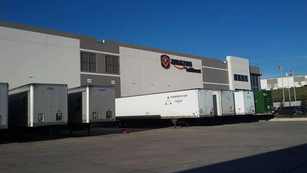 Amazon Fulfillment Center FTW1 - storage  | Photo 1 of 10 | Address: 33333 Lyndon B Johnson Fwy, Dallas, TX 75241, USA | Phone: (866) 531-2476