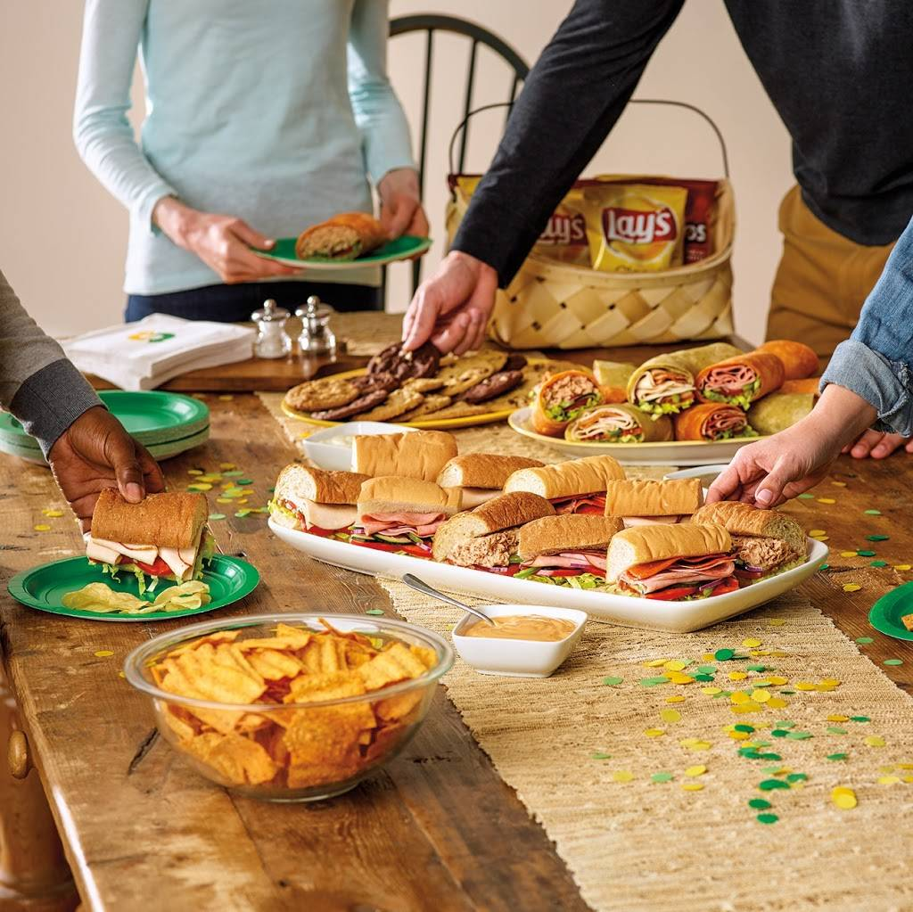 Subway - meal takeaway  | Photo 3 of 10 | Address: 668 Harding Blvd, Baton Rouge, LA 70807, USA | Phone: (225) 775-7827