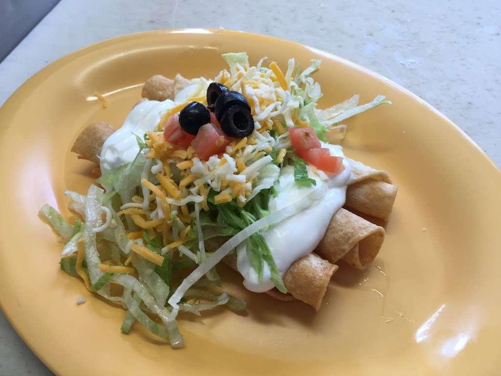 Mis Cuates Taco Shop - restaurant  | Photo 7 of 10 | Address: 1777 Pala Mission Rd, Pala, CA 92059, USA | Phone: (760) 742-1302