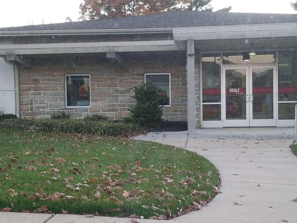 BB&T - bank  | Photo 3 of 5 | Address: 1300 W Main St, Ephrata, PA 17522, USA | Phone: (717) 733-7933