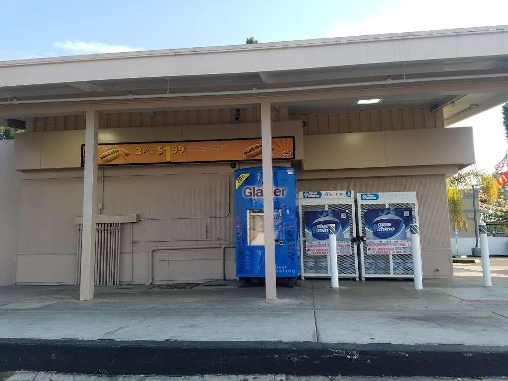 Chevron - gas station  | Photo 4 of 4 | Address: 6949 Linda Vista Rd, San Diego, CA 92111, USA | Phone: (858) 740-7608