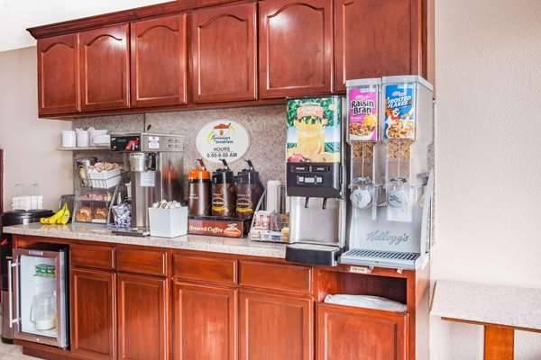 Super 8 by Wyndham Redlands/San Bernardino - lodging  | Photo 5 of 9 | Address: 1160 Arizona St, Redlands, CA 92374, USA | Phone: (909) 335-1612
