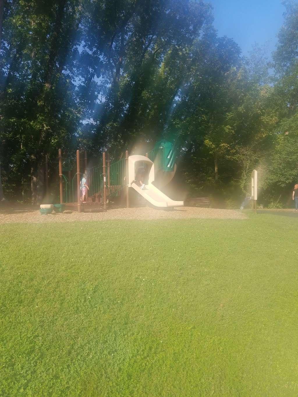 Tuscarora Creek Park - park  | Photo 5 of 10 | Address: 425 Solitude Ct SE, Leesburg, VA 20175, USA | Phone: (703) 777-1368