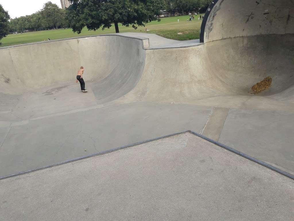 Victoria Park skatepark - park    Photo 7 of 10   Address: Victoria Park, London E9 7DD, UK