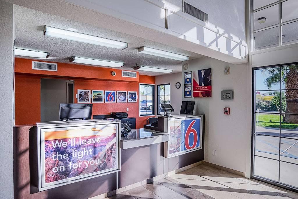 Motel 6 Marana City, AZ - Tuscon - North - lodging  | Photo 6 of 10 | Address: 7277 North Camino De Oeste, Tucson, AZ 85742, USA | Phone: (520) 744-9300