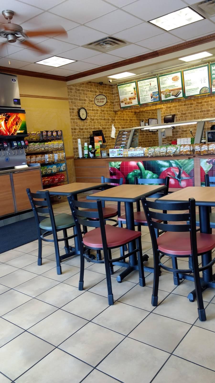 Subway - meal takeaway  | Photo 2 of 10 | Address: 8875 - A Highland Rd, Baton Rouge, LA 70808, USA | Phone: (225) 769-0034