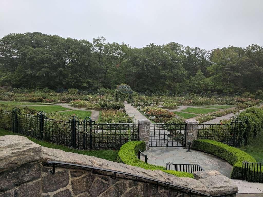 Rockefeller Rose Garden - park  | Photo 8 of 10 | Address: Bronx River Pkwy, Bronx, NY 10467, USA | Phone: (718) 817-8700