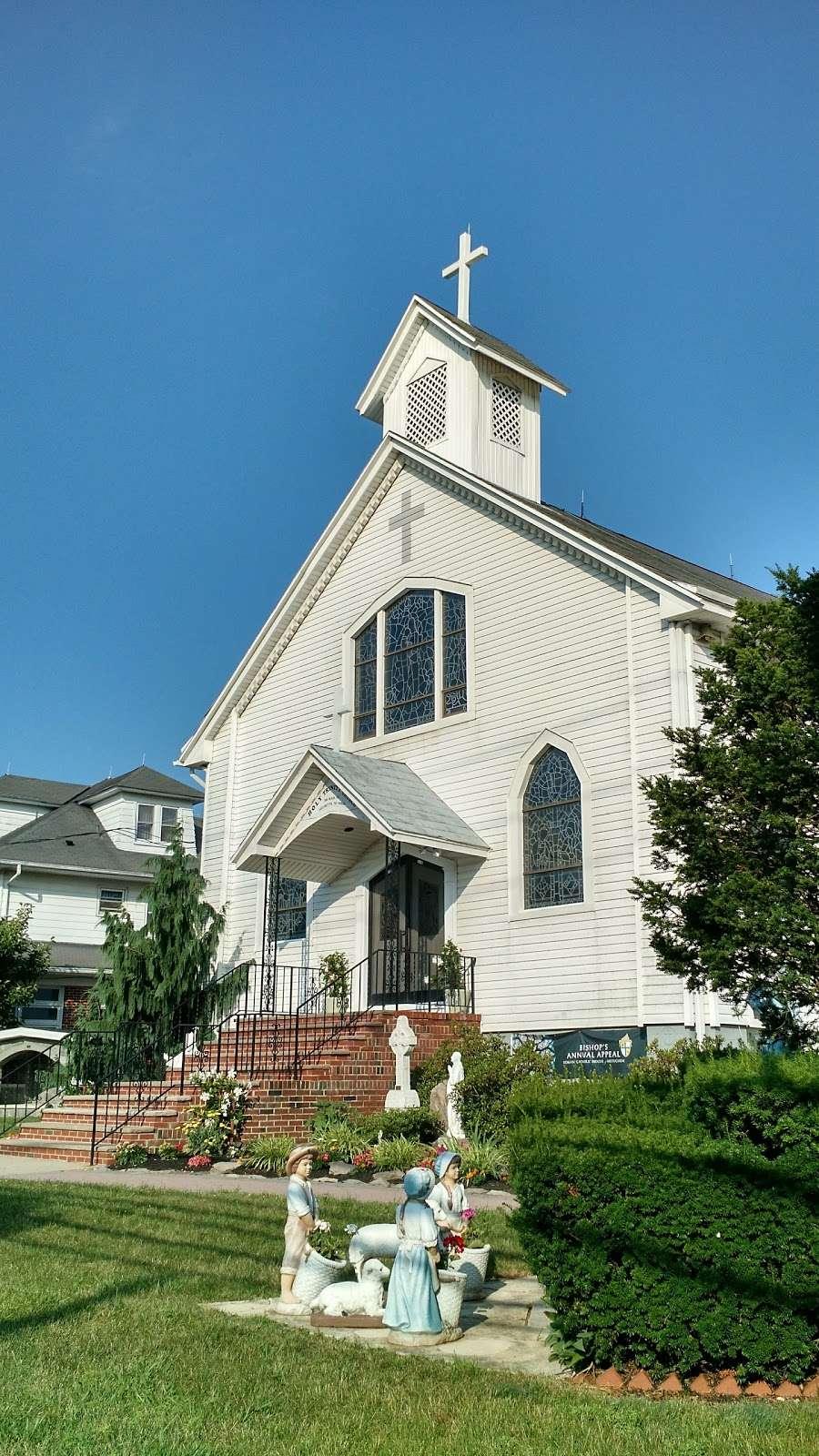 Holy Trinity Church - church  | Photo 1 of 6 | Address: 100 Main St, Helmetta, NJ 08828, USA | Phone: (732) 521-0172