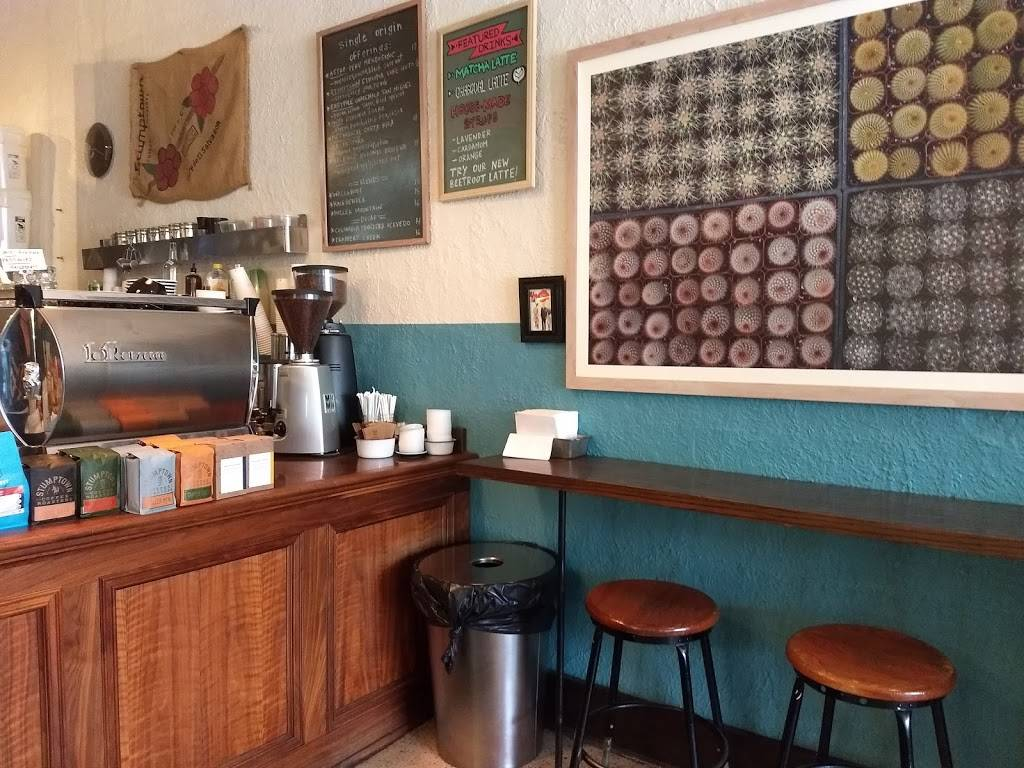 Red Hook Cafe - cafe  | Photo 4 of 10 | Address: 220 W Nine Mile Rd, Ferndale, MI 48220, USA | Phone: (248) 398-8018