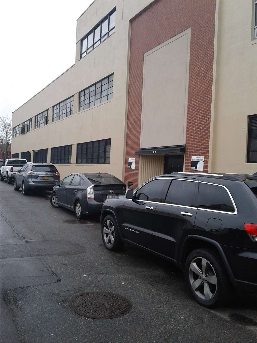 Housing Works Thrift Warehouse - store  | Photo 6 of 10 | Address: 48-49 35th St, Long Island City, NY 11101, USA | Phone: (718) 786-6160