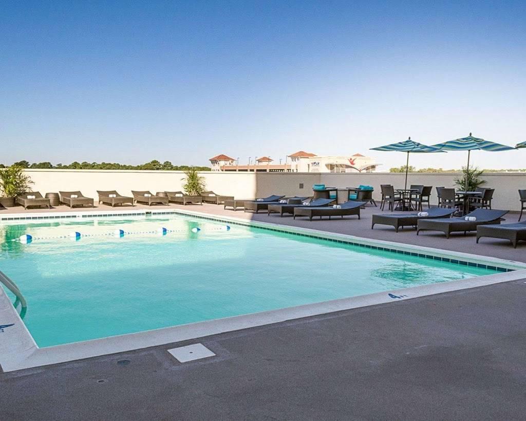 Comfort Suites Beachfront - lodging  | Photo 3 of 10 | Address: 2321 Atlantic Ave, Virginia Beach, VA 23451, USA | Phone: (757) 491-2400