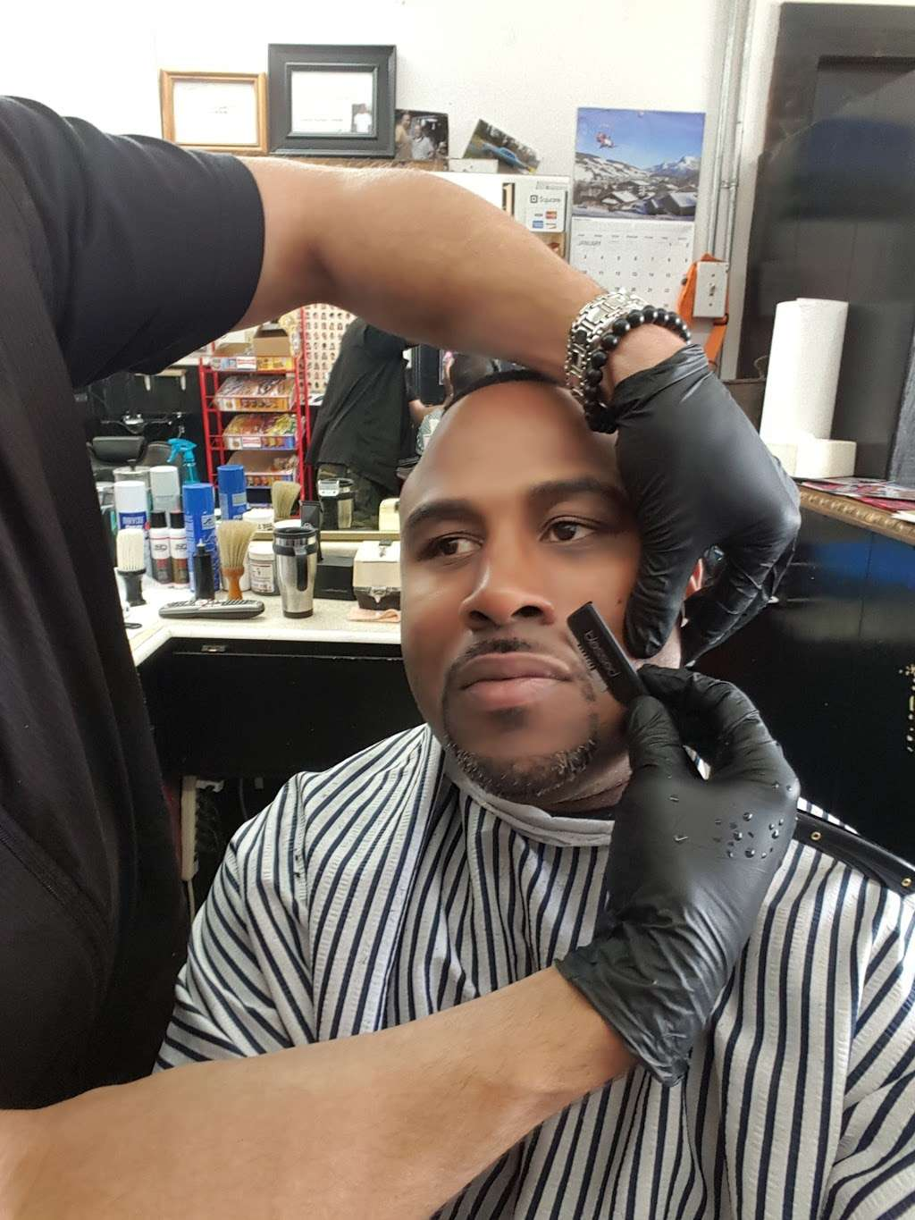 Cut Creations Barber Shop - hair care  | Photo 5 of 10 | Address: 5301 N Wayside Dr, Houston, TX 77028, USA | Phone: (713) 671-9825
