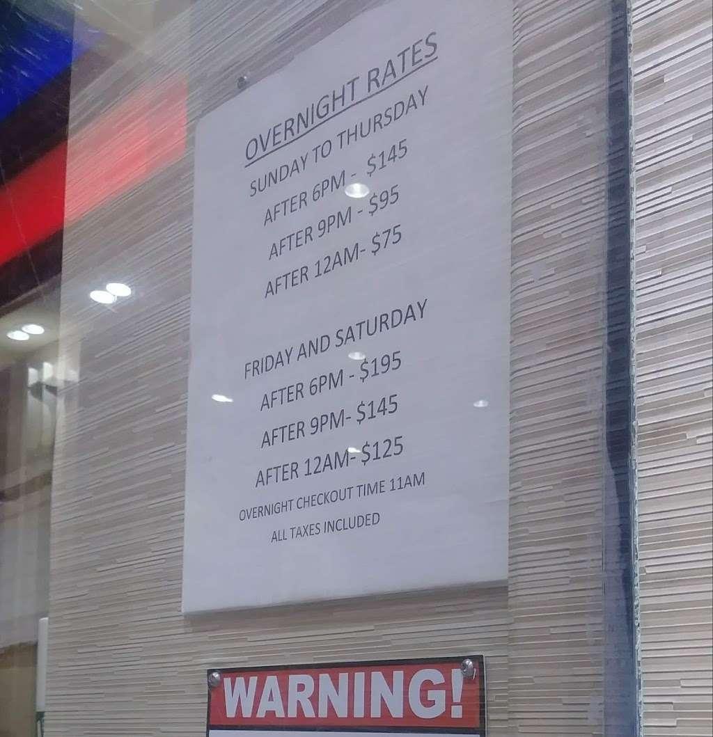 Oasis Motel - lodging    Photo 8 of 10   Address: 3801 Boston Rd, The Bronx, NY 10466, USA   Phone: (718) 231-3300