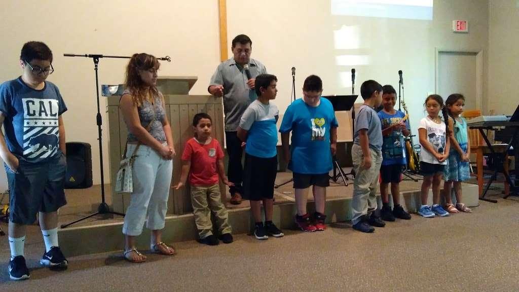 Iglesia Amigos - church  | Photo 5 of 10 | Address: 831 N Edmondson Ave, Indianapolis, IN 46219, USA | Phone: (317) 359-4849