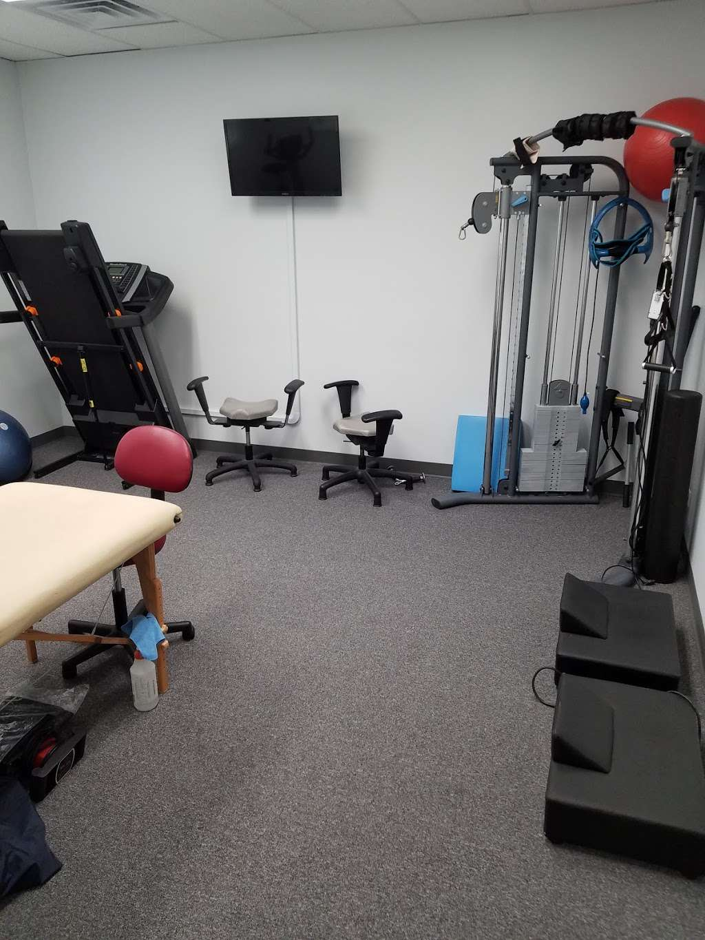 React Spine and Sports Institute - health  | Photo 7 of 10 | Address: 1824 Johns Dr, Glenview, IL 60025, USA | Phone: (224) 432-5276