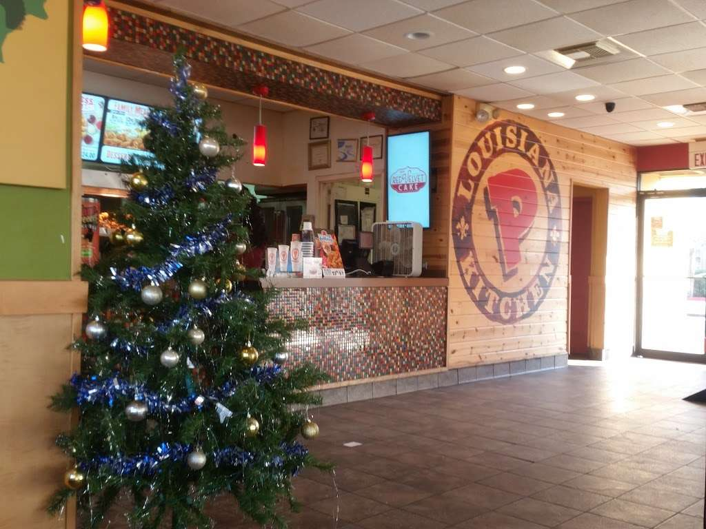 Popeyes Louisiana Kitchen - restaurant  | Photo 10 of 10 | Address: 6804 Garth Rd, Baytown, TX 77521, USA | Phone: (281) 421-7901