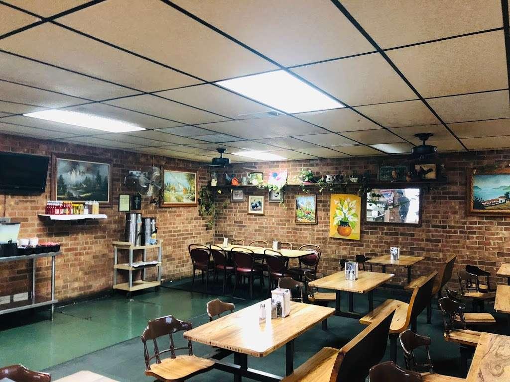 Grannys Fried Chicken - restaurant    Photo 1 of 10   Address: 200 Hall Rd, Seagoville, TX 75159, USA   Phone: (972) 287-4126
