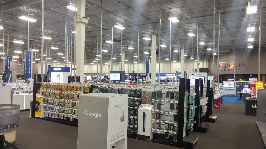 Best Buy - electronics store  | Photo 3 of 10 | Address: 925 Paterson Plank Rd, Secaucus, NJ 07094, USA | Phone: (201) 325-2277