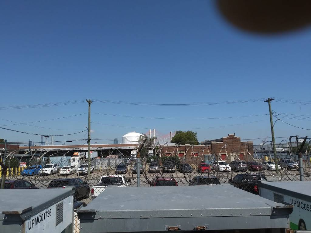 ABF Freight - moving company  | Photo 1 of 1 | Address: 414 Maspeth Ave, Brooklyn, NY 11211, USA | Phone: (718) 599-9339