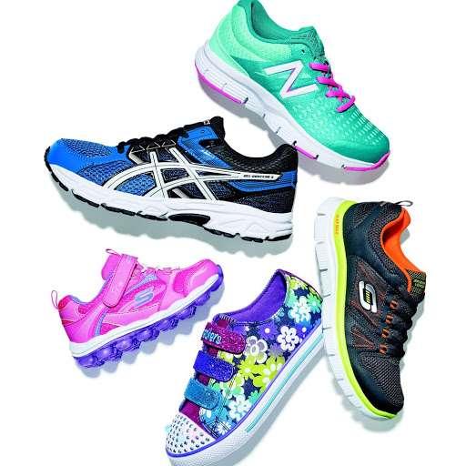 Famous Footwear - shoe store  | Photo 4 of 10 | Address: CROOKED RUN CENTER, 135 Crooked Run Plaza #130, Front Royal, VA 22630, USA | Phone: (540) 749-6096