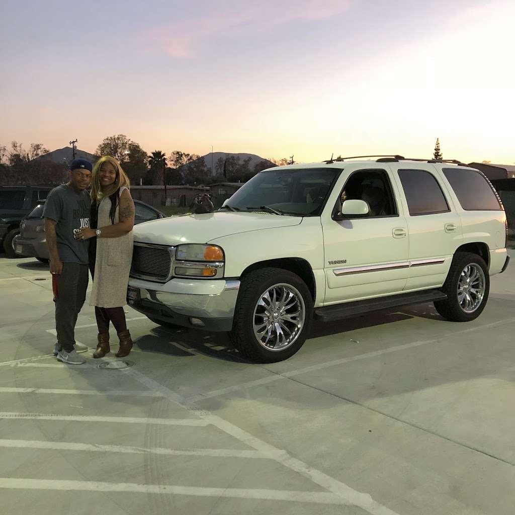 Logix Auto Group - car dealer  | Photo 6 of 10 | Address: 18017 Valley Blvd, Bloomington, CA 92316, USA | Phone: (909) 440-5454