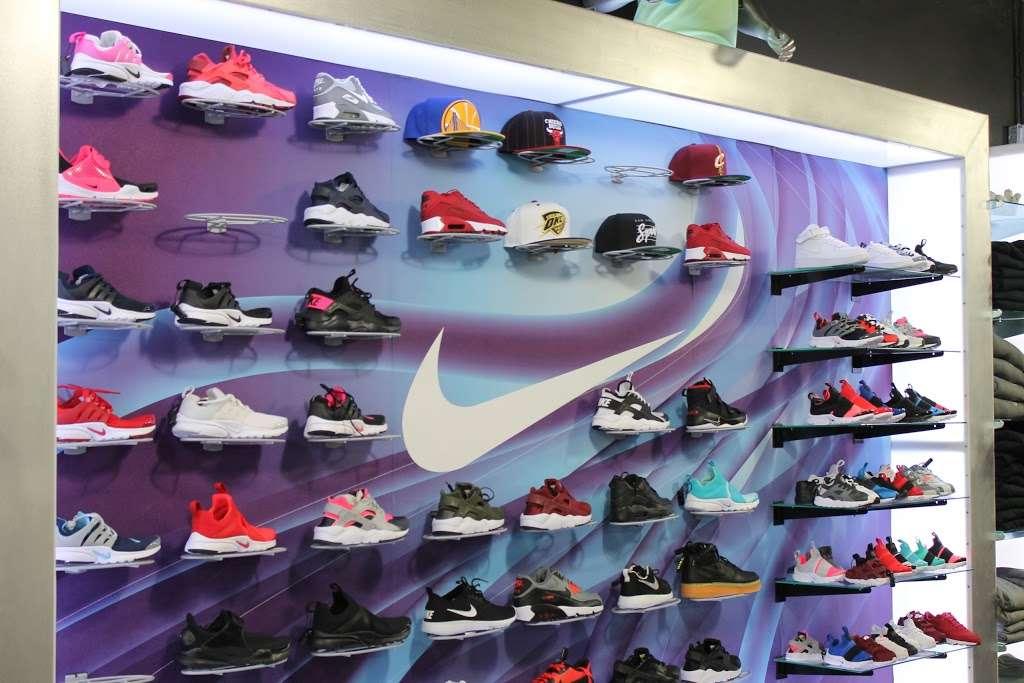City Jeans Premium - shoe store    Photo 5 of 10   Address: 2996 Third Ave, Bronx, NY 10455, USA   Phone: (718) 401-5919