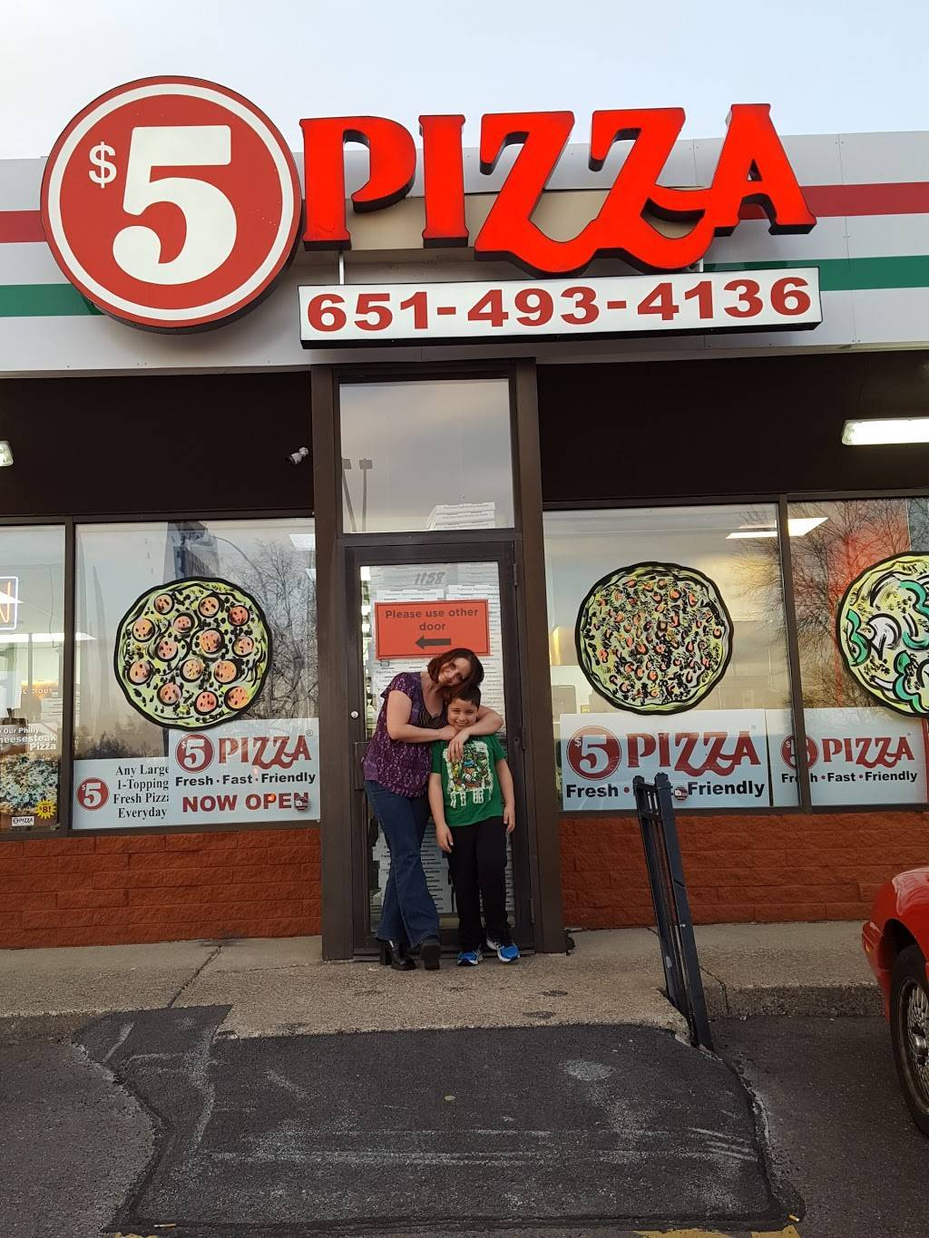 $5 Pizza - meal takeaway  | Photo 3 of 10 | Address: 1158 Southview Blvd, South St Paul, MN 55075, USA | Phone: (651) 493-4136