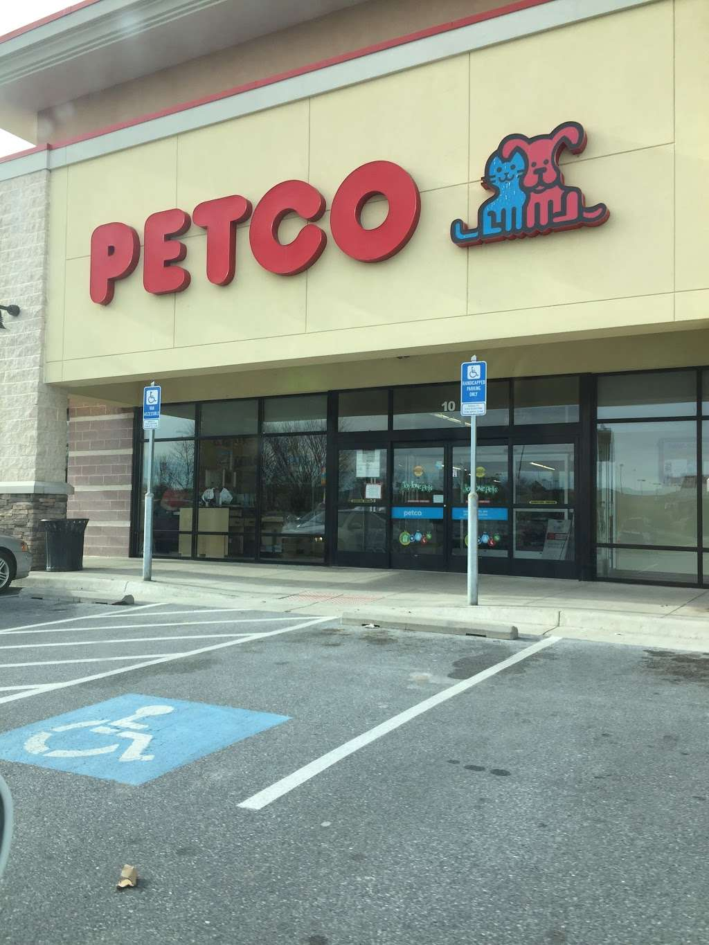 Petco - store  | Photo 5 of 10 | Address: 135 Crooked Run Plaza, Front Royal, VA 22630, USA | Phone: (540) 635-7606