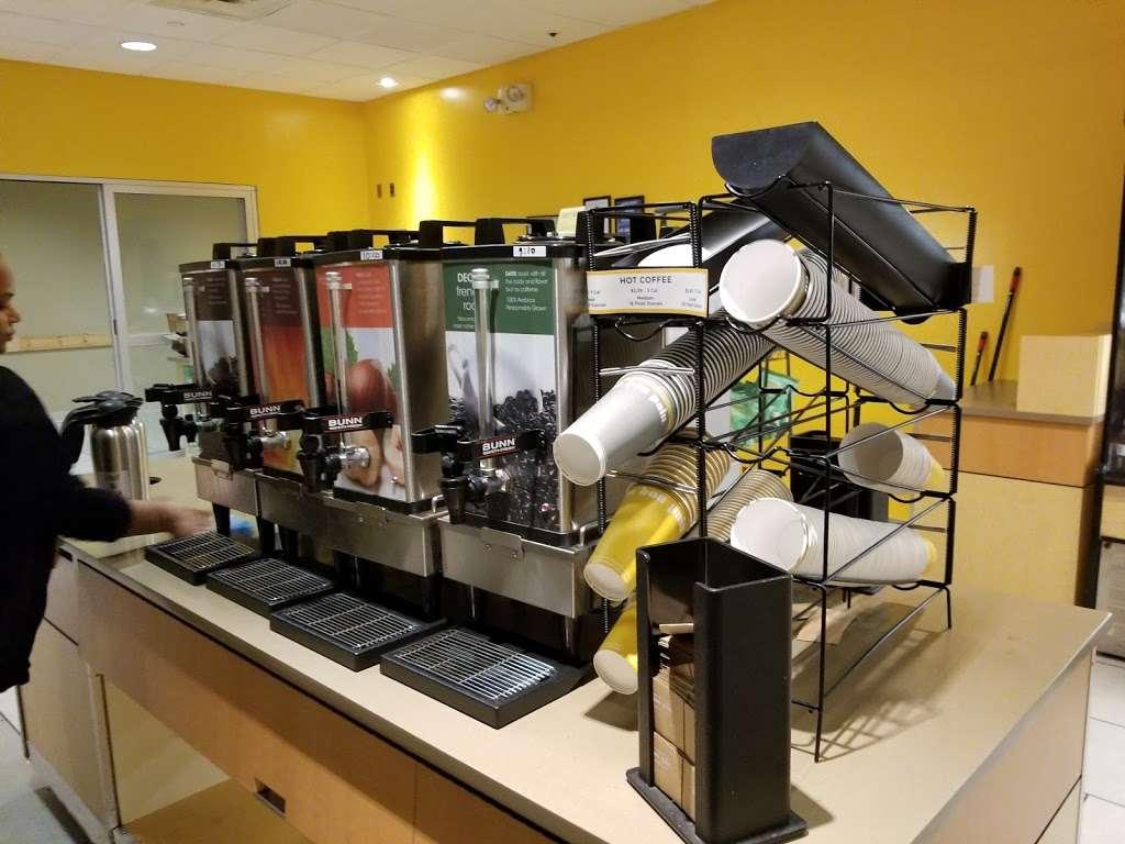 Au Bon Pain - cafe  | Photo 10 of 10 | Address: 1 Laguardia Airport, Flushing, NY 11371, USA | Phone: (718) 639-2516