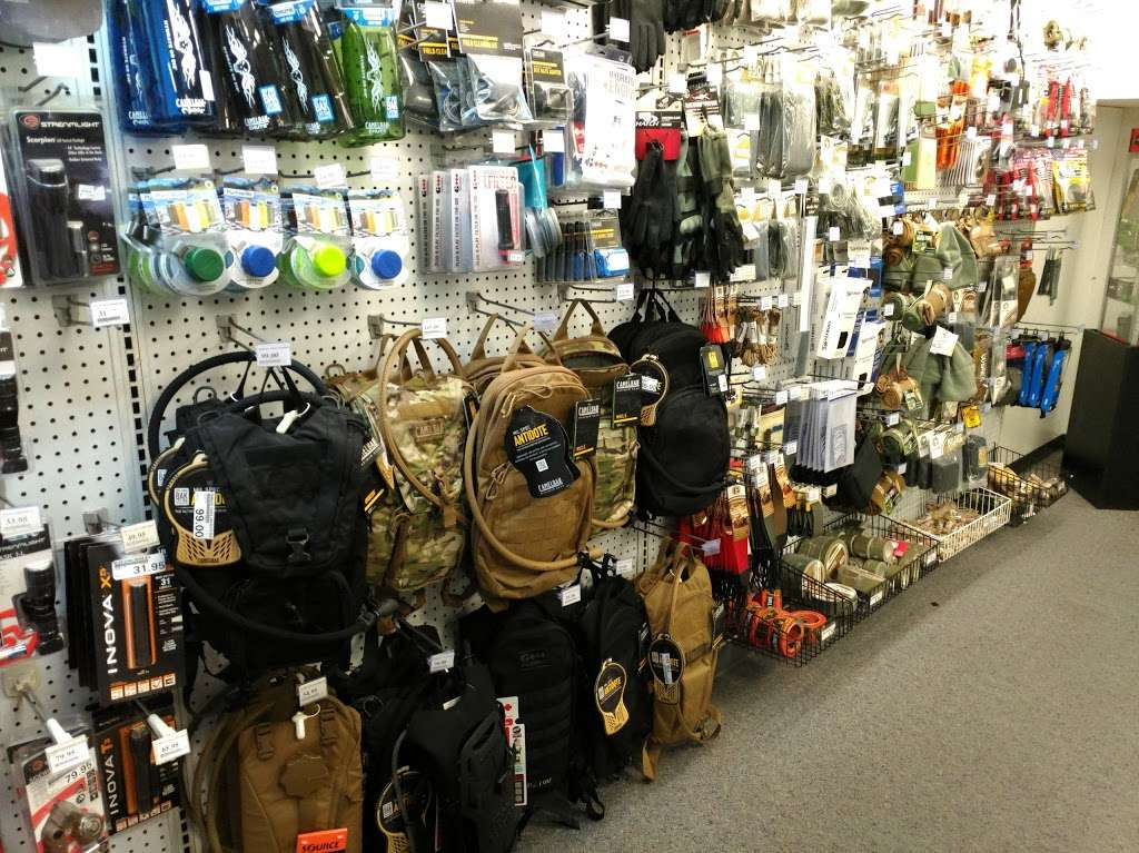 Army & Air Force Exchange Services - clothing store    Photo 5 of 10   Address: 4340 Yorktown Ave Bldg.27, Los Alamitos, CA 90720, USA   Phone: (562) 430-1076