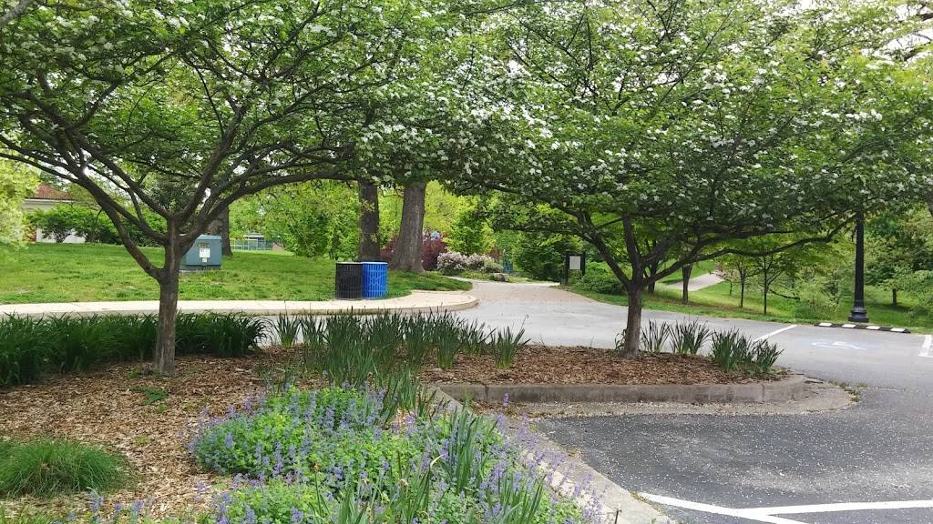 Blackburn Park - park  | Photo 3 of 10 | Address: Edgar Rd, Webster Groves, MO 63119, USA | Phone: (314) 963-5600