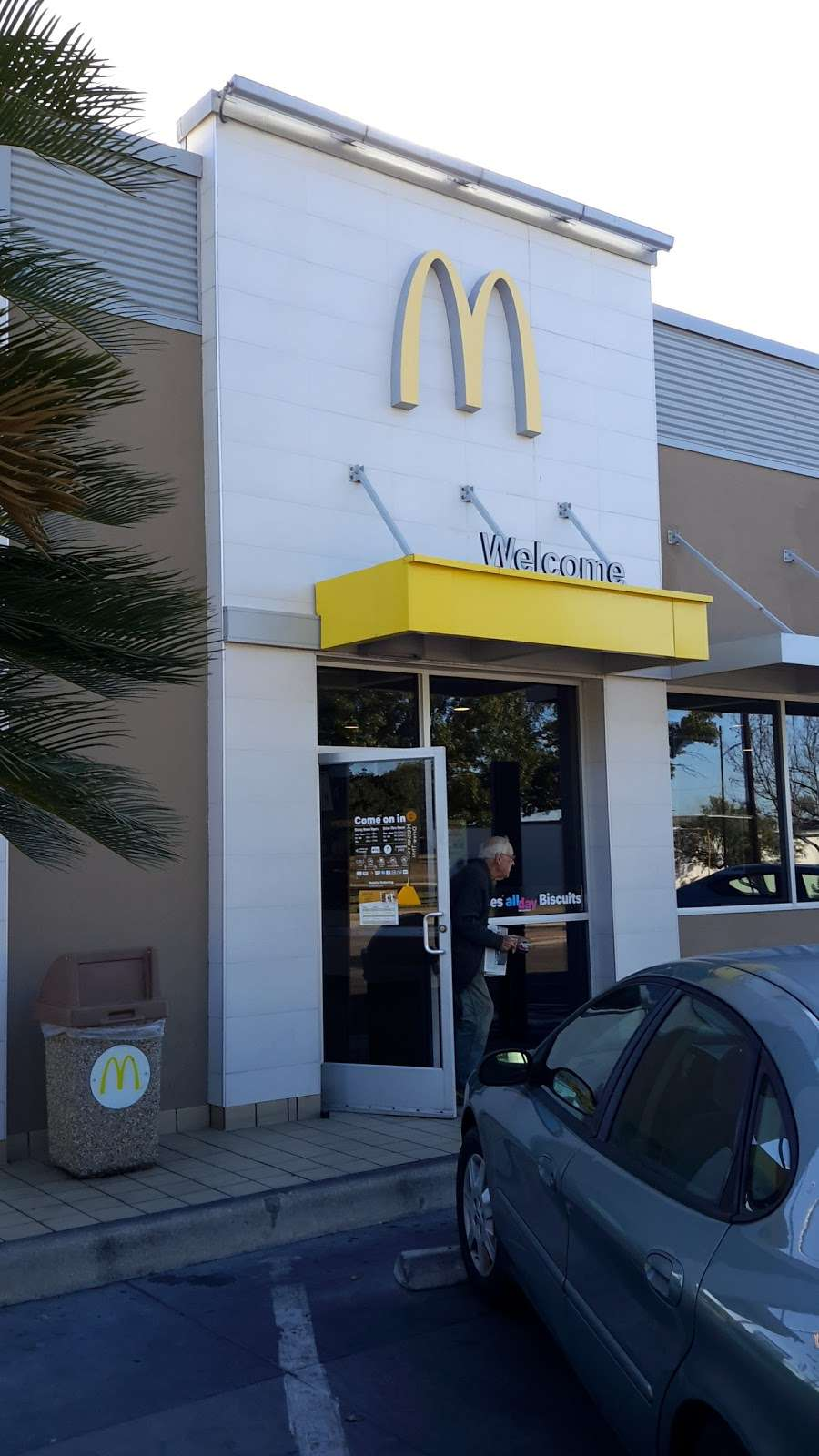 McDonalds - cafe  | Photo 2 of 10 | Address: 5700 Walzem Rd, San Antonio, TX 78218, USA | Phone: (210) 599-6860