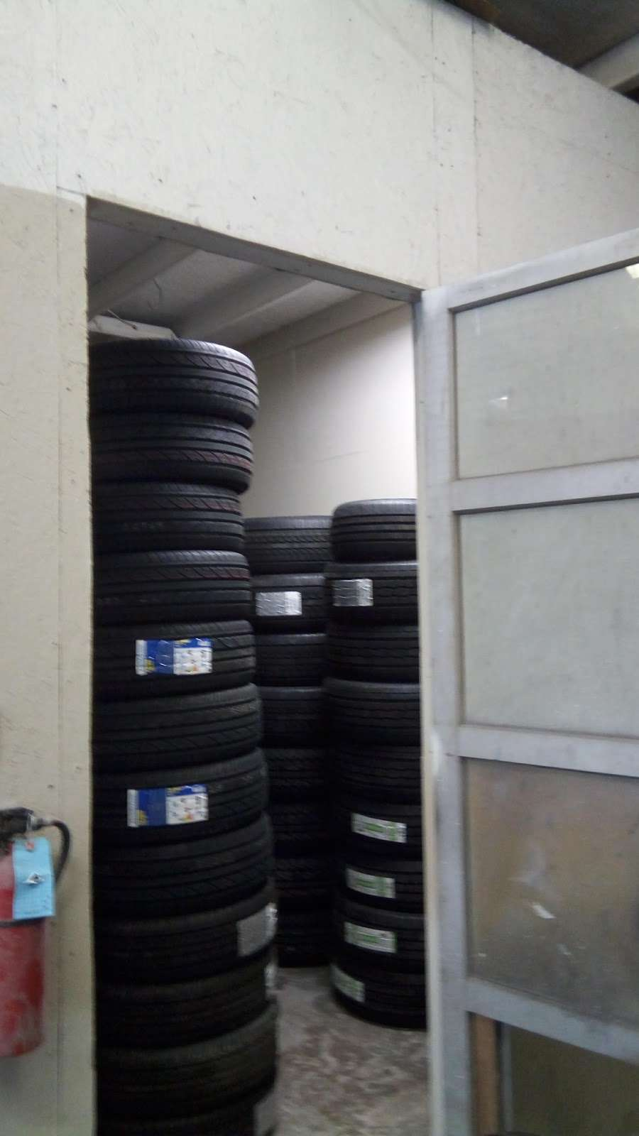 Used And New Tires Erasmo Pena - car repair  | Photo 8 of 10 | Address: 17499 Old Stage Coach Rd, Dumfries, VA 22026, USA | Phone: (571) 205-9575