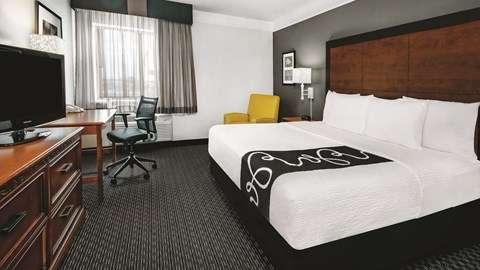La Quinta Inn & Suites Houston Baytown East - lodging    Photo 2 of 10   Address: 5215 I-10, Baytown, TX 77521, USA   Phone: (281) 421-5566