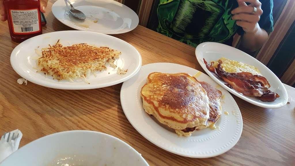 Kings Table Soul Food - restaurant    Photo 9 of 10   Address: 3626, 5932 Prospect Ave, Kansas City, MO 64130, USA   Phone: (816) 444-0779