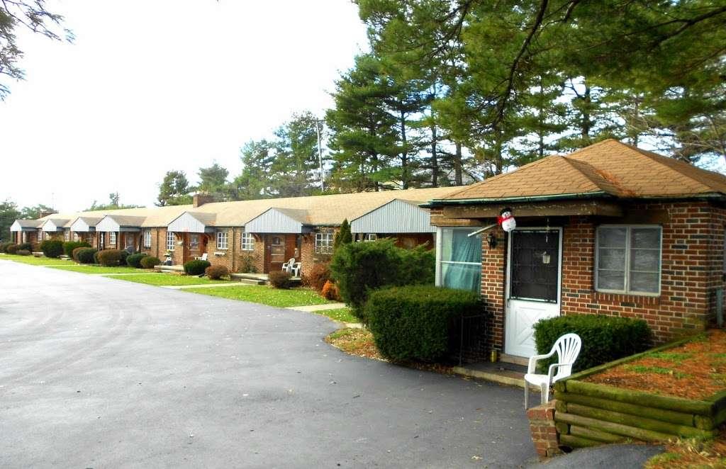 Chateau Motel - lodging  | Photo 1 of 3 | Address: 3951 E Market St, York, PA 17402, USA | Phone: (717) 757-1714
