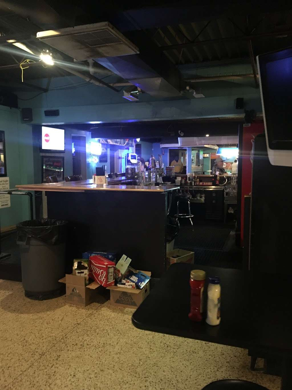Squirrelys Bar and Grill - night club  | Photo 7 of 10 | Address: 4545 N Brighton Ave, Kansas City, MO 64117, USA | Phone: (816) 413-8878