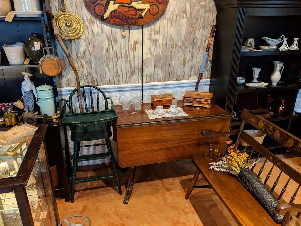Crickets Antiques & Garden Market - home goods store  | Photo 2 of 10 | Address: 1641 Horseshoe Pike, Glenmoore, PA 19343, USA | Phone: (610) 942-7500